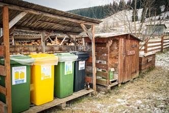 Сортування сміття в Карпатах. Сонячна садиба, Верховина, Карпати
