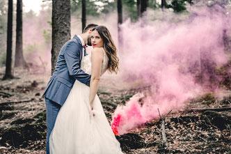 Afterwedding Shooting, Rauchbomben Shooting, Hochzeit, Paarshooting im Wald Gummersbach Köln Wiehl NRW