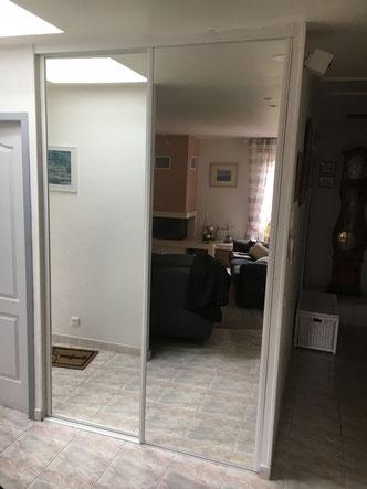 Pose de deux porte-miroir coulissantes