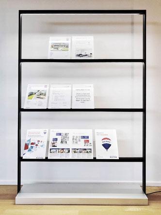 Prototyp des neuen Projektaushang Warenträger für Remax Immobilien