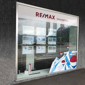 Aussenansicht Schaufenster vom Remax Office  in Brunnen