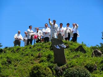 埼玉県指定重要文化財「田子山富士塚」登拝神事においての氏子先達を務める