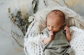 Neugeborenes Baby als Homestory Fotografie