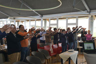 Die Teilnehmer bei der Grips-Gymnastik - © Johannes Zimmermann