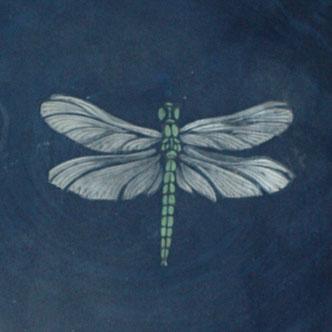 """La libellule, tirée de la collection """"contemplation contemporaine"""" donne une touche d'exotisme serein à votre décoration d'intérieure."""