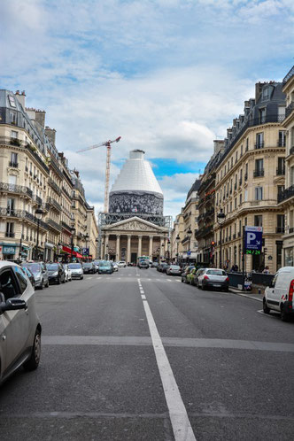 Blick vom Boulevard St. Michel auf das Pantheon. Mehr vom Pantheon? Klicke das Bild an.