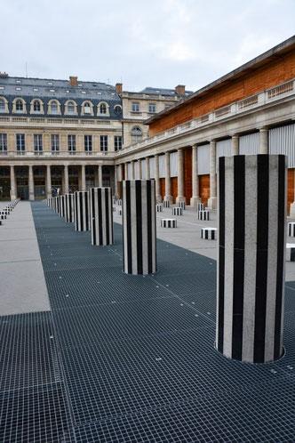Kunst am Palais Royal in der Nähe des königlichen Louvre