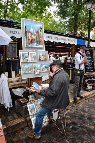 Der Place du Tertre auf dem früher berühmte Künstler wie van Gogh zu Hause waren, ist das touristische Zentrum von Montmatre
