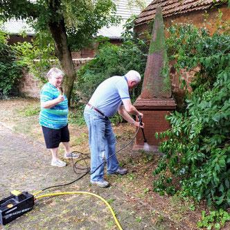 IG Dorfwerkstatt - Reinigung des Obelisk