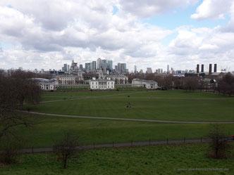 Aussicht von ganz oben mit Millennium-Dome rechts