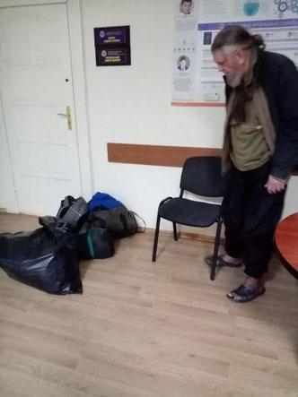 Арест Сахарчука. В таком виде его везли в багажднике более 10 часов.