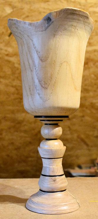 Pokalvase 29 x 14 cm / Kopf innen 12 x 11 cm   Innen wasserfest versiegelt (verkauft)
