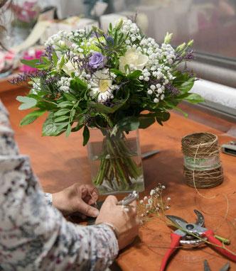Bouquet rond en cour de préparation Sabrina Maurel