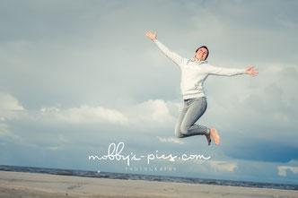 freude, sprung, nordsee, fotoshooting, fotograf st. peter-ording, strand, meer, strandfotoshooting, bewerbungsbilder