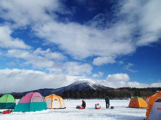 足を伸ばして阿寒湖に遠征するのもいい。写真はおなじみ「フィッシングランド阿寒」さん前。