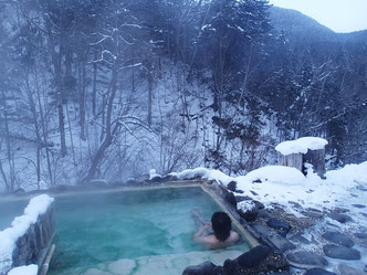 ワカサギ釣りの後の温泉は至極。フィールド周辺にはよい温泉があるところも。ガイドにリクエストしてみてください。