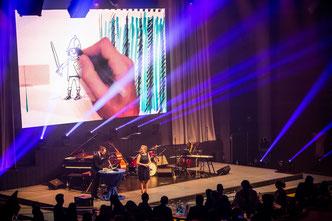 Stefan Wirkus zeichnet live Gala, Event, Messe, Konferenzen als Moderator und Conférencier mit Cartoons