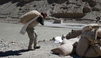 Hilfsprojekte, Himalaya Tours, Erdbeben Nepal, Überschwemmungen Ladakh, Schuhsammlung Himalaya