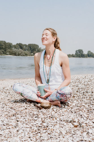 hello-balance: Yoga am Muschelstrand, Gernsheim