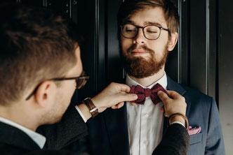 La tenue du marié passe par une belle accessoirisation noeud papillon ou cravate dress me up vous aidera à choisir