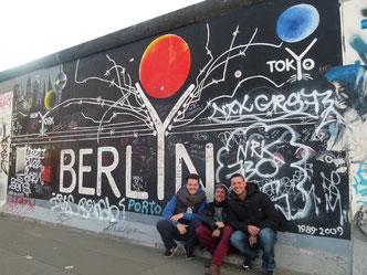 En el muro de Berlín