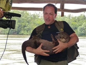 """Guillem Chacon condujo el periplo del Programa """"Un món bestial"""" de TVC, el primero de esta televisión sobre naturaleza en el mundo."""
