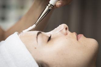 Gesichtsbehandlung auf Ihre Haut abgestimmt  - Gönnen Sie sich und Ihrer Haut eine Wohltat.