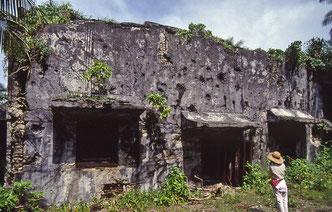 爆弾で穴だらけの発電所跡(1991年)