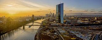 Skyline mit EZB und Main Luftaufnahme