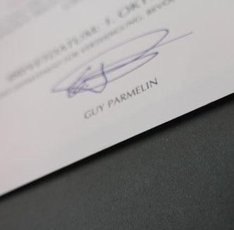 Urkunde erhöht aufgelegt