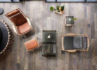 Der-Sessel-Dedo-mit-Bank-im-Wohnzimmer
