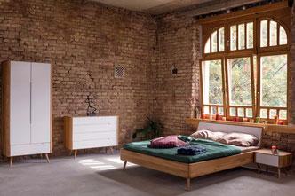 Das-Bett-Ena-aus-Eiche-gefertigt-mit-Schrank