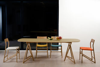 Fawn-ist-ein-Stuhl-von-Gazzda-mit-Webstoff-Bespannung