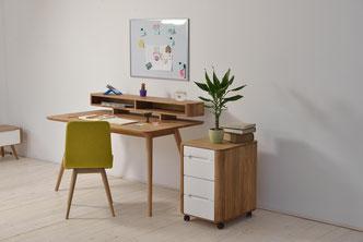 Der-Stafa-Schreibtisch-von-Gazzda-mit-Ablagen