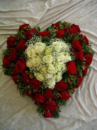 Blumenkranz rot-weiß, Rosen, Gerbera