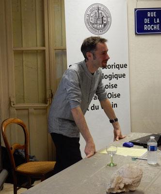 Jean-Gabriel Pariat,  archéologue et anthropologue au Service départemental d'Archéologie du Val-d'Oise