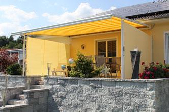 markilux Pergola 210 mit SchattenPLUS weiß gelb mit Seitenmarkisen in Mömlingen Odenwald bei Fink markisen Sonnenschutz in Großostheim