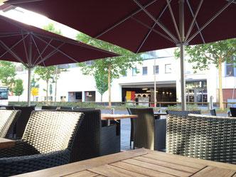 may Sonnenschirme Schattello im Kinopolis Aschaffenburg C3-Lounge Fink Markisen Sonnenschutz Großostheim