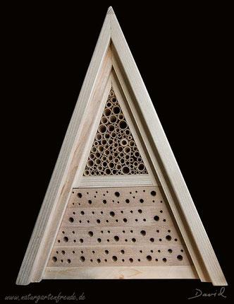 Insektennisthilfe Insektenhotel Nisthilfe Bohrungen im Hartholz Schilfhalme Wildbienen insect hotel nesting aid bug house mason bee hardwood  reed Jürgen Schwandt