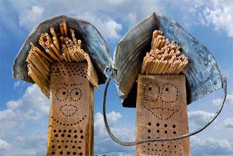 Wibinihi Wildbienennisthilfen Insektennisthilfen Insektenhotel  Reinhard Molke Eichenbalken insect nesting aid insect hotel  wildbee drilled hole hardwood oak wood