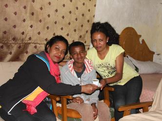 Mit Mena auf Besuch bei Eleyas und Hermon.