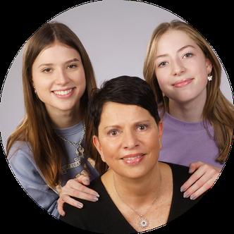 Christiane Gehrmann mit ihren beiden Töchtern