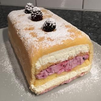 eifachfein-Biskuitcake-mit_Brombeeren.jpg
