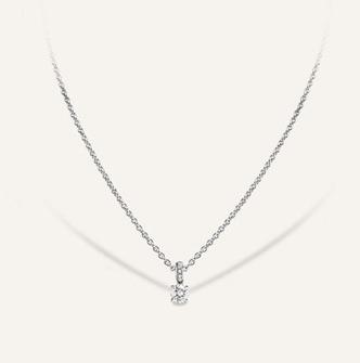Ein Koenig Diamant im Brillantschliff als klassischer Solitaire Anhänger