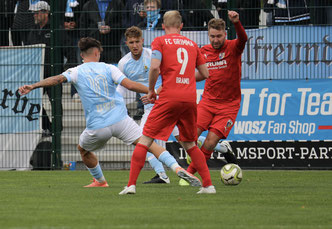 Christoph Jackisch und Robin Brand (Nr. 9) hatten es gegen CFC schwer sich durchzusetzen (Foto: Karsten Hannover)