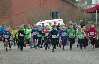 Kurz nach dem Start des 1-Kilometer-Laufes in Rotenburg/Fulda