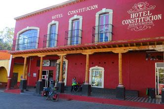 Das Hotel Constitucion wurde sehr schön renoviert. Wir werden herzlich begrüsst, dürfen die Velos auf der Terrasse vor unserem Zimmer abstellen.
