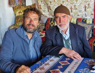 Wir treffen den Dorfmuezzin, der 1972 den Zugang zur unterirdischen Stadt in Özkonak gefunden hat.