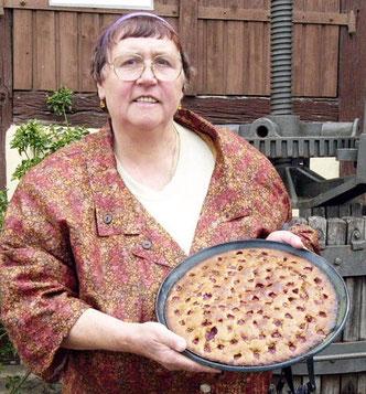 Bild: keramische Quicheform mit einen Blitzkirschkuchen