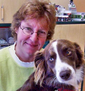 Dr. Anita Gruber, prakt. Tierärztin, Gründerin dieser Heider Kleintierpraxis  und Hund Stine